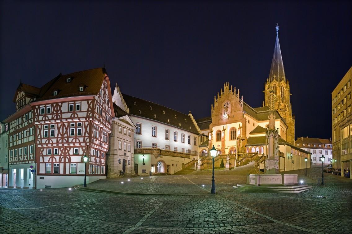 Aschaffenburg - Stiftplatz bei Nacht