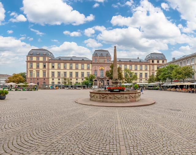 Darmstadt - Marktplatz und Residenzschloss
