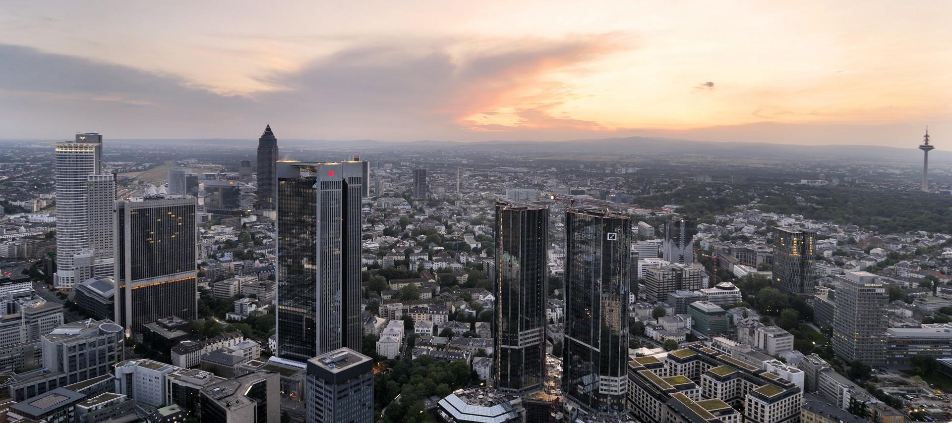 Blick vom Main Tower auf Frankfurt und die Umgebung
